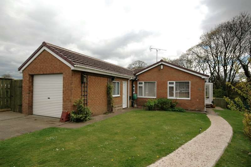 2 Bedrooms Bungalow for sale in Rosecroft Avenue, Saltburn-by-the-Sea, North Yorkshire, TS13