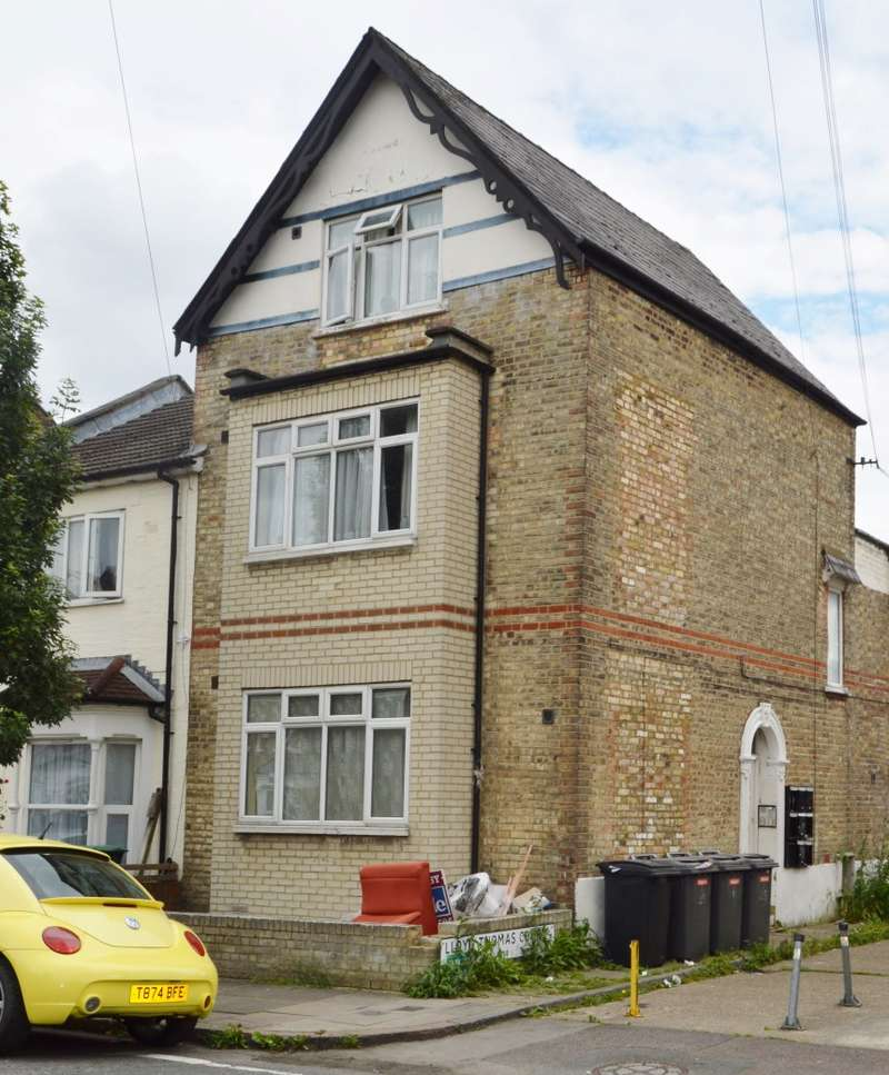 Flat for sale in Truro Road, Wood Green, London, N22 8EH