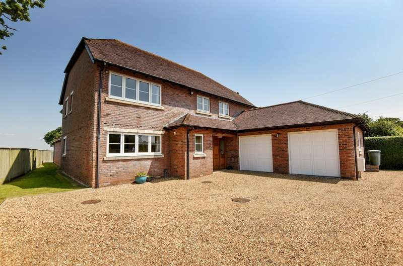 5 Bedrooms Detached House for sale in Chichester Road, Upper Norton, Selsey, PO20