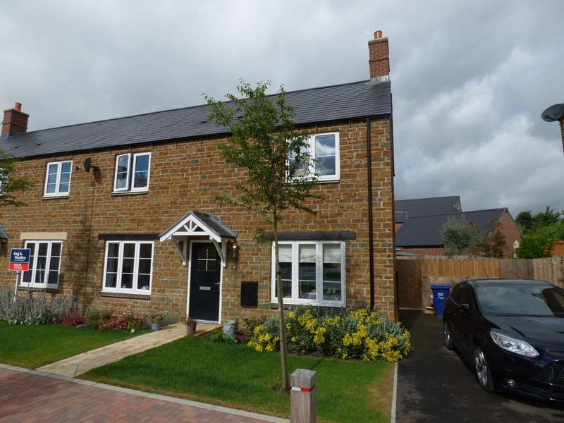 3 Bedrooms Semi Detached House for sale in Hook Norton
