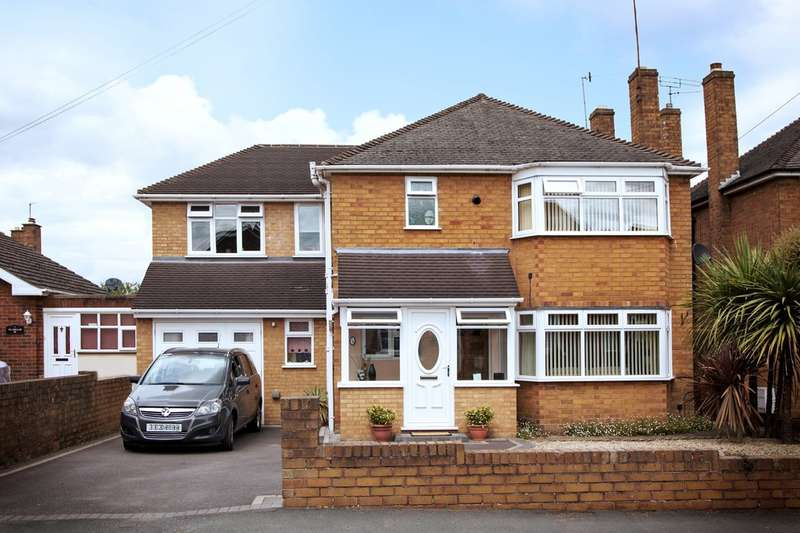 4 Bedrooms Detached House for sale in Mount Pleasant, Kingswinford