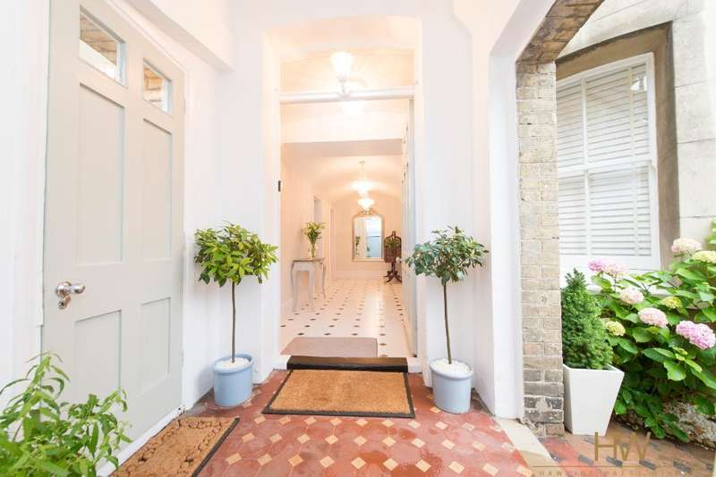 2 Bedrooms Apartment Flat for sale in Grand Avenue, Hove, East Sussex, BN3 2LF