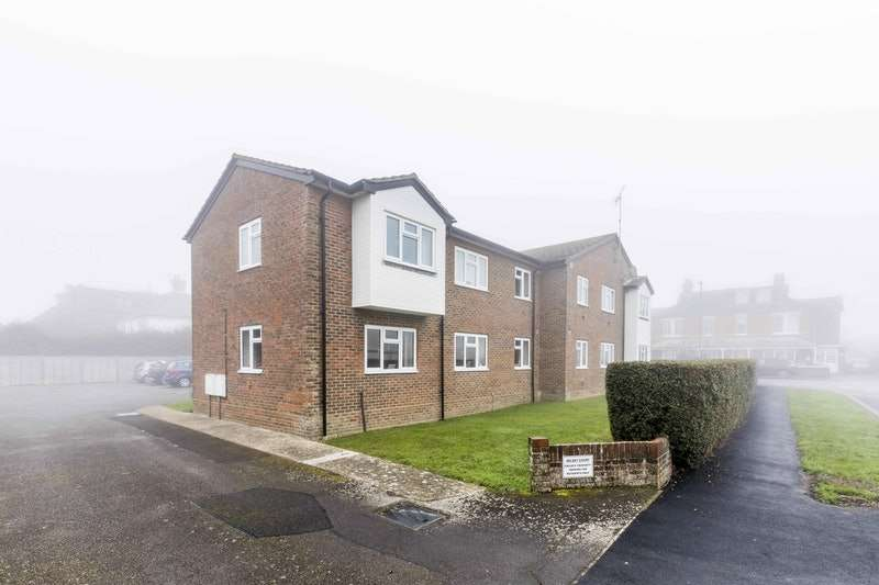 2 Bedrooms Flat for sale in Hillfield Road, Chichester, West Sussex, PO20