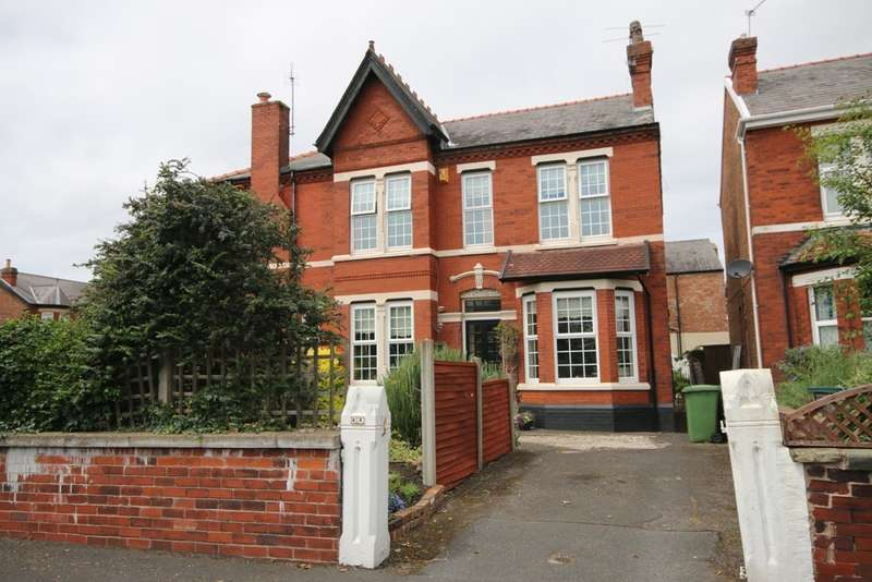 3 Bedrooms Semi Detached House for sale in Pilkington Road, Southport