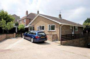 3 Bedrooms Bungalow for sale in St. Margarets Street, Rochester, Kent
