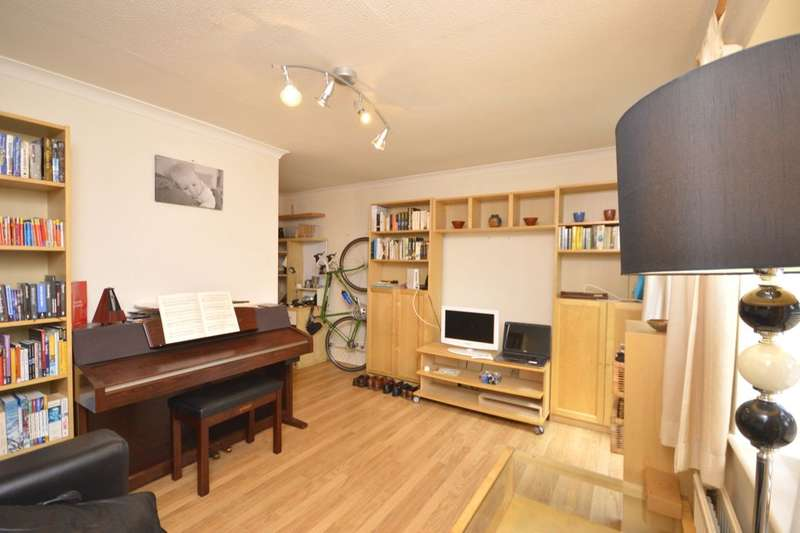 1 Bedroom Flat for sale in De Havilland Way, Abbots Langley, WD5