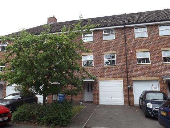 4 Bedrooms Terraced House for sale in Farnborough, Hampshire