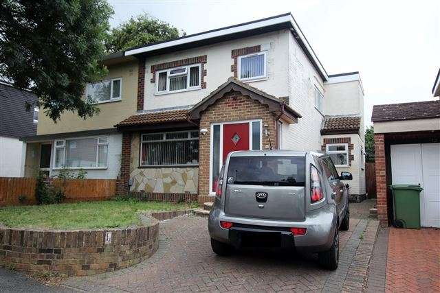3 Bedrooms Semi Detached House for sale in Greenwood Avenue, Cosham, Portsmouth, Hampshire, PO6 3NP