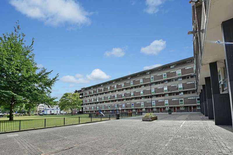 3 Bedrooms Flat for sale in Dovet Court, Mursell Estate, London SW8