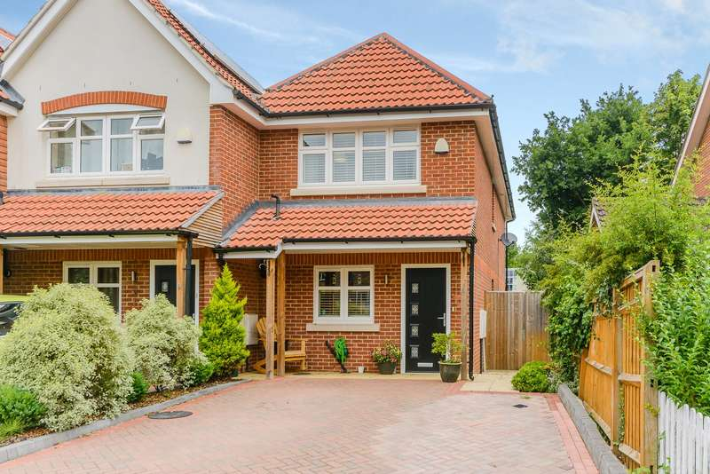 2 Bedrooms Town House for sale in Woking