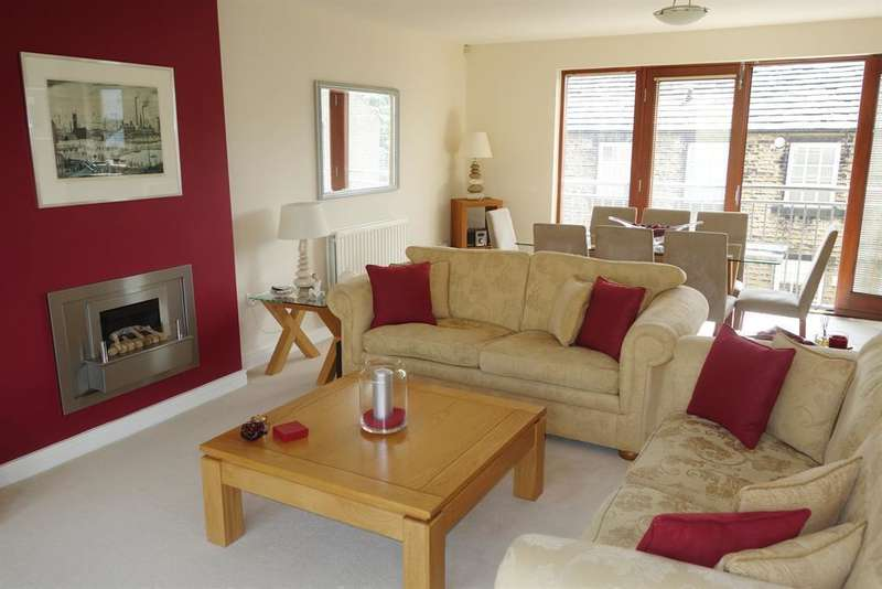3 Bedrooms Mews House for sale in Upper Sunny Bank Mews, Meltham, Holmfirth, HD9 5AA