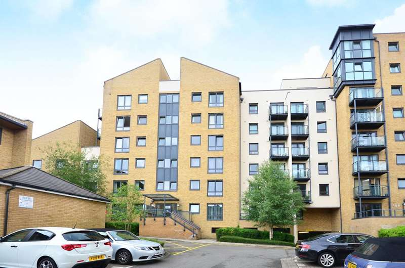 1 Bedroom Flat for sale in Victoria Way, Woking, GU21