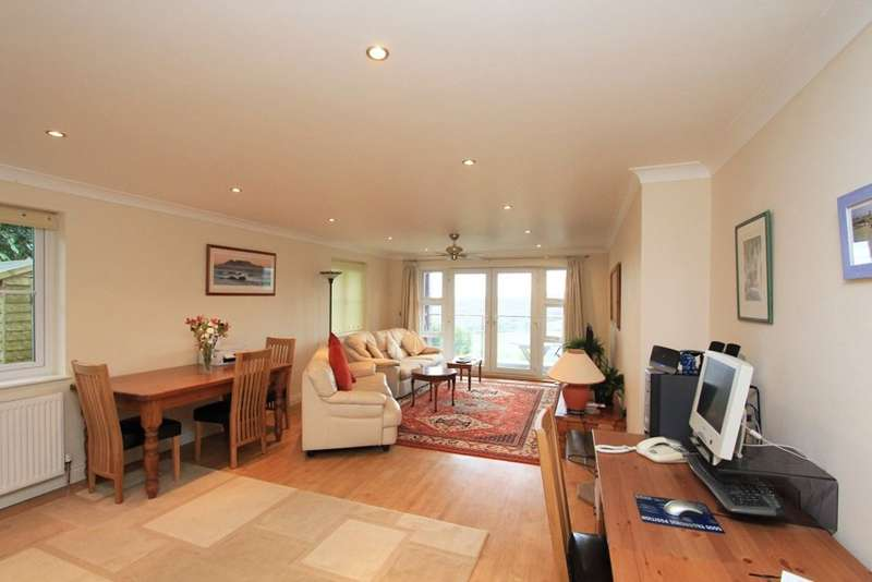 2 Bedrooms Flat for sale in Wolborough Hill, Newton Abbot