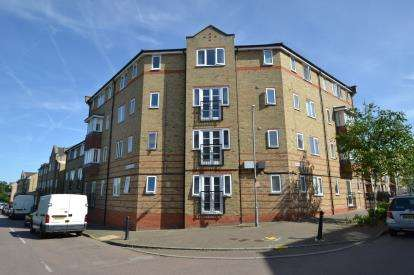 2 Bedrooms Flat for sale in Rookes Crescent, Chelmsford, Essex