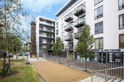 2 Bedrooms Flat for sale in 4 Roach Road, Bow, London