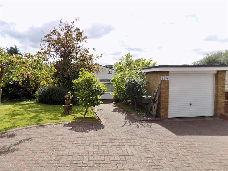 3 Bedrooms Detached Bungalow for sale in Ormesby Bank, Ormesby, Middlesbrough, TS7 9HL