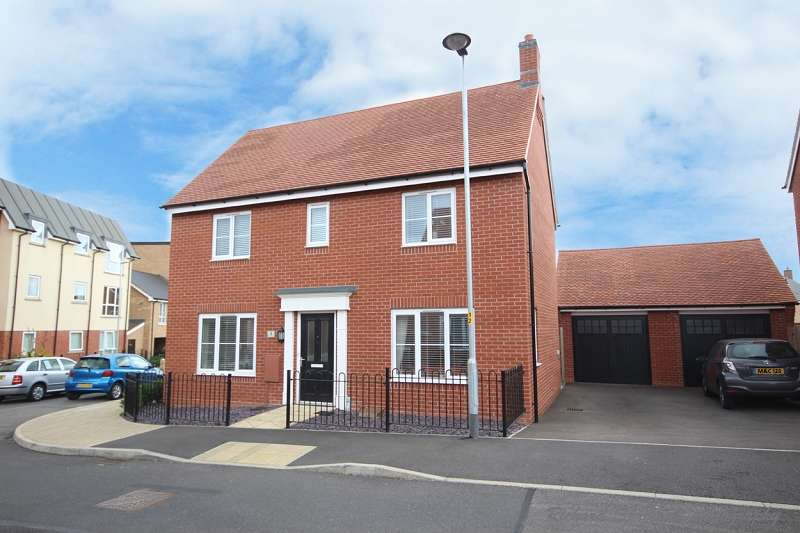 3 Bedrooms Detached House for sale in Maxwell Crescent, Northampton, Northamptonshire. NN5 6UU