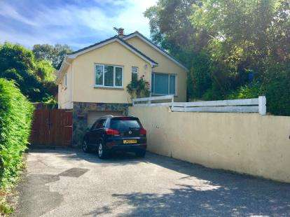 3 Bedrooms Bungalow for sale in Budock Water, Falmouth