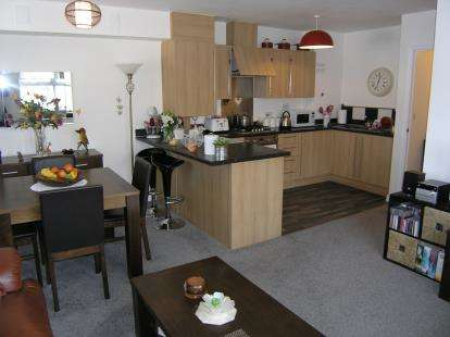 2 Bedrooms Flat for sale in Cotton Road, Portsmouth