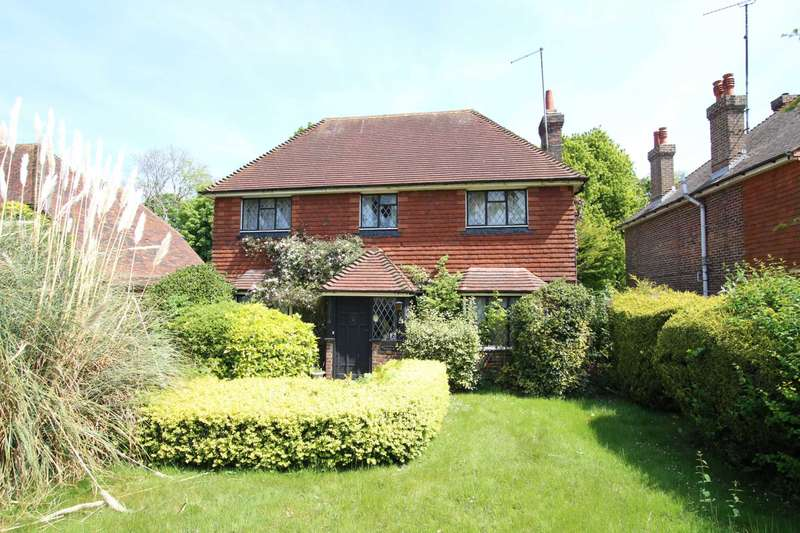 3 Bedrooms Detached House for sale in Kings Drive, Eastbourne, BN21 2YB