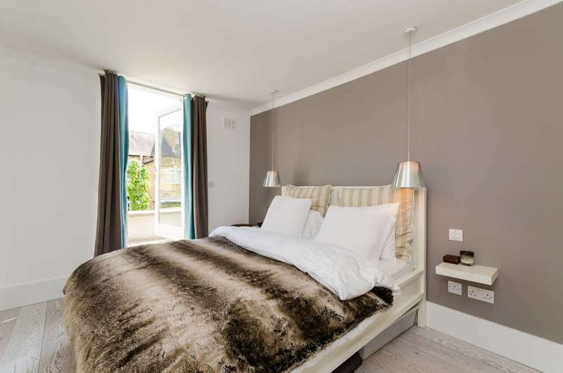 3 Bedrooms Flat for sale in Kinnoul Road, Barons Court, W6