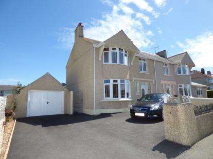 3 Bedrooms Semi Detached House for sale in Walthew Avenue, Holyhead, Sir Ynys Mon, LL65