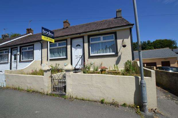 3 Bedrooms Bungalow for sale in North Roskear Road, Tuckingmill, Camborne, Cornwall