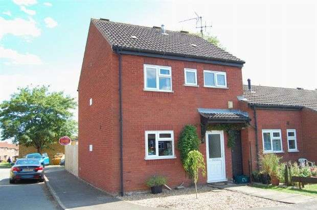 3 Bedrooms Terraced House for sale in James Lewis Court, The Headlands, Northampton NN3 2TH
