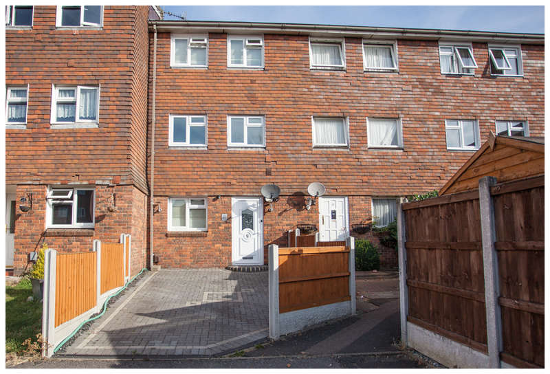 3 Bedrooms Town House for sale in Hitching Close, Harold Hill