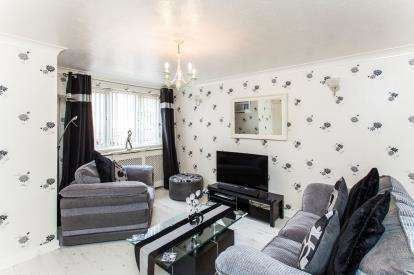3 Bedrooms Semi Detached House for sale in Tyne Close, Warrington, Cheshire