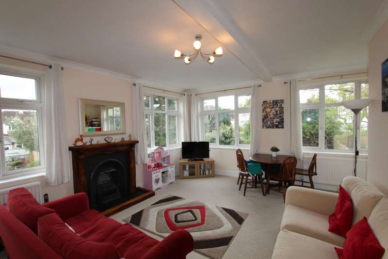 3 Bedrooms Flat for sale in Ashurst Walk, Addiscombe, CR0