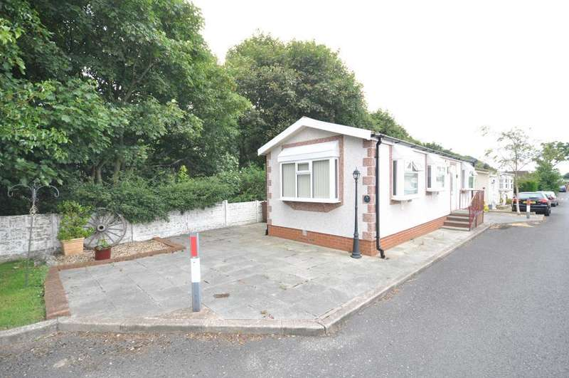 2 Bedrooms Park Home Mobile Home for sale in Austin Way, Carr Bridge Residential Park, Blackpool, Lancashire, FY4 5JL