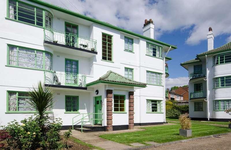 2 Bedrooms Flat for sale in Capel Gardens, Pinner, HA5
