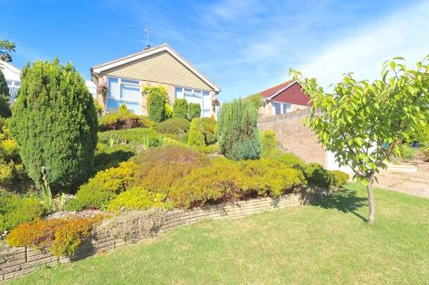 3 Bedrooms Bungalow for sale in Pococks Road, Eastbourne, BN21