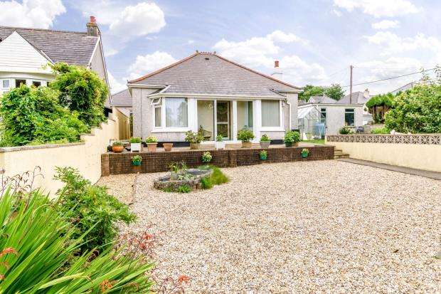2 Bedrooms Detached Bungalow for sale in Long Park Road, Saltash, Cornwall