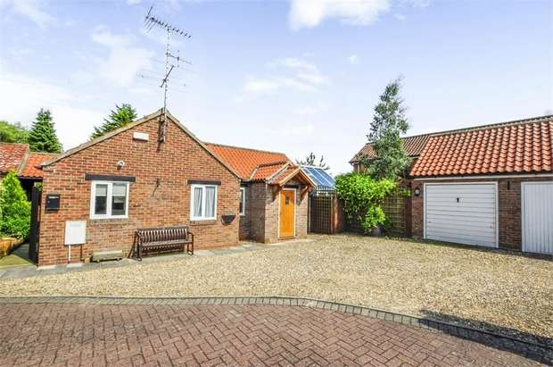 3 Bedrooms Detached Bungalow for sale in East Street, Kilham, Driffield, East Riding of Yorkshire