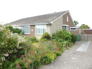 2 Bedrooms Bungalow for sale in Elm Road, St. Marys Bay, Romney Marsh, Kent
