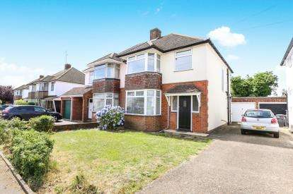 3 Bedrooms Semi Detached House for sale in Woodgreen Road, Luton, Bedfordshire