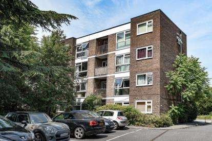 1 Bedroom Flat for sale in Sinclair Court, 14 Copers Cope Road, Beckenham