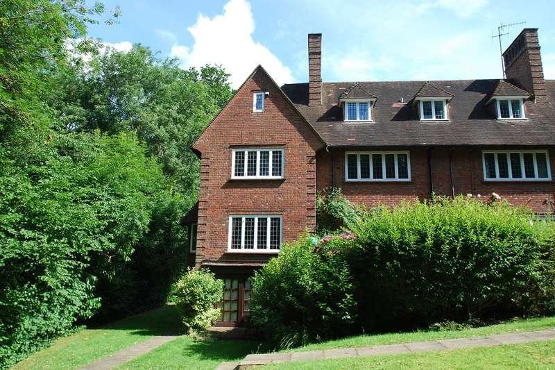 3 Bedrooms Apartment Flat for sale in Cherry Drive, Forty Green, Beaconsfield, HP9