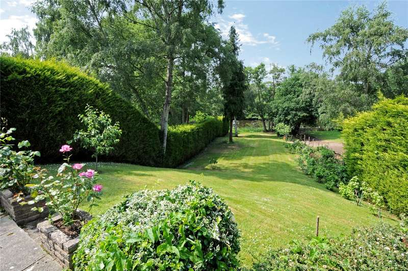 5 Bedrooms Detached House for sale in Oatlands Mere, Weybridge, Surrey, KT13