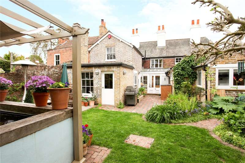 4 Bedrooms House for sale in Vicarage Lane, Laleham, Surrey, TW18
