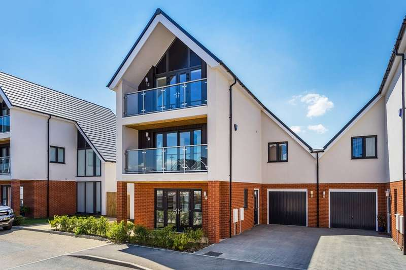 5 Bedrooms Semi Detached House for sale in Hurst Green, Surrey