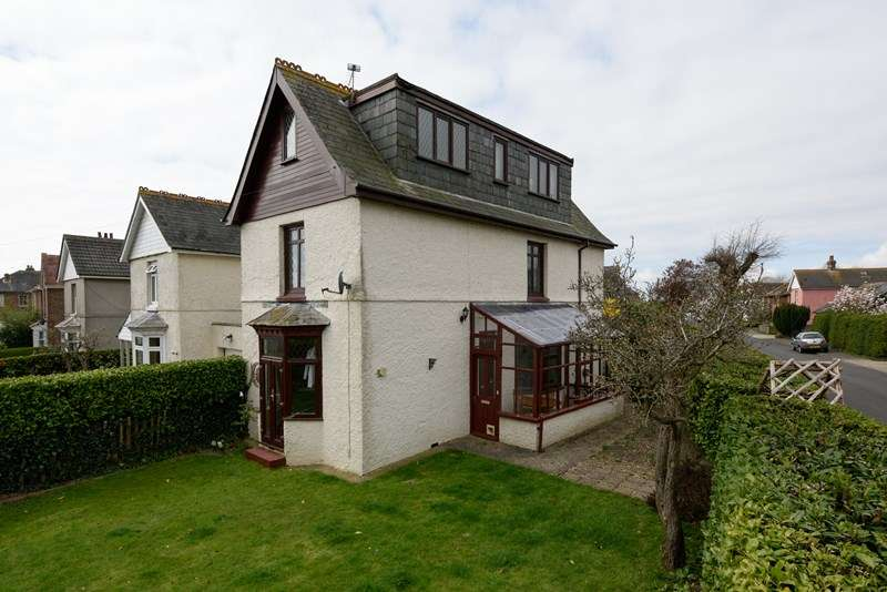5 Bedrooms Detached House for sale in Brooks Lane, Chichester