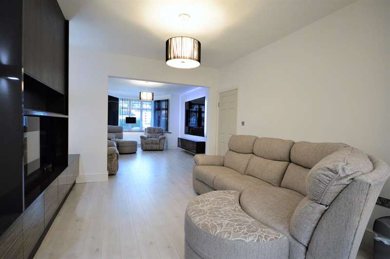 3 Bedrooms Detached House for sale in Tudor Gardens, Kingsbury, London, NW9 8RL