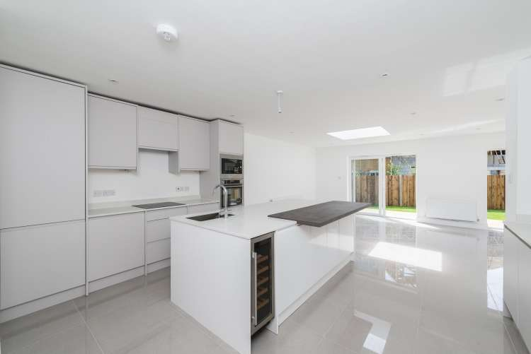4 Bedrooms Terraced House for sale in Rochester Way Kidbrooke SE3