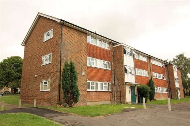 2 Bedrooms Flat for sale in Border Gardens, Croydon, Surrey