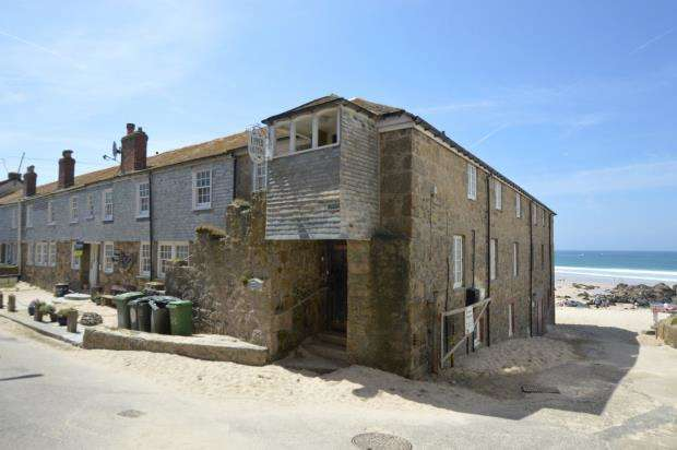 2 Bedrooms Flat for sale in Porthmeor Beach Flats, Porthmeor Road, St. Ives, Cornwall