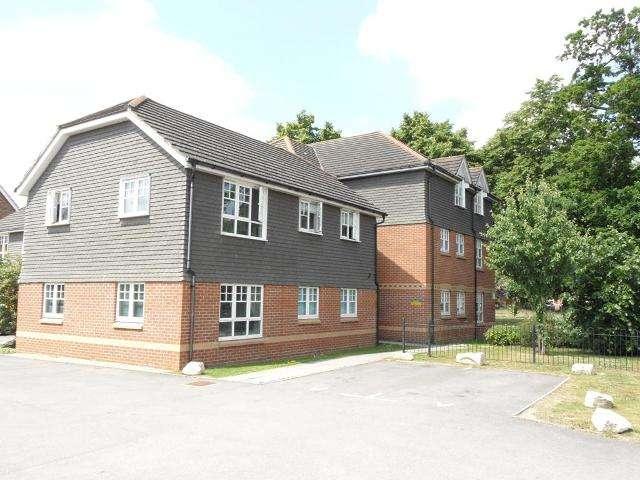 2 Bedrooms Apartment Flat for rent in Curlew Court, Aldershot, Hampshire, GU11 3FJ