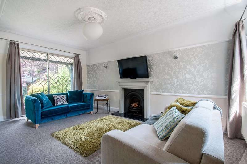 4 Bedrooms Detached House for sale in Greenway, Southgate, N14